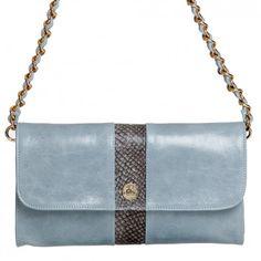 """Mit der klassischen Londine Baguette Bag """"Carriacou"""" in Hellblau-Grau trägst du den perfekten Begleiter immer bei dir."""