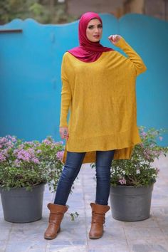 yellow-oversized-sweater-hijab-style- Winter hijab style from Egypt http://www.justtrendygirls.com/winter-hijab-style-from-egypt/