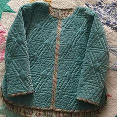 My rainy Easter holiday make! Now ready to wear! Lovely and warm for these cold spring mornings. Diy Clothing, Sewing Clothes, Jumper Designs, Quilted Clothes, Jacket Pattern, Mode Inspiration, Quilted Jacket, Slow Fashion, Ready To Wear