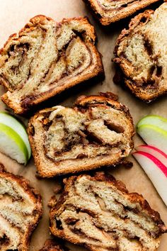 Sweet apples and a thick cinnamon filling are twisted and swirled inside a rich and buttery yeasted babka dough. Finish this delicious apple cinnamon babka with a buttery brown sugar cinnamon crumble topping and bake until golden brown. Recipe on sallysbakingaddiction.com Cinnamon Babka, Cinnamon Crumble, Cinnamon Apples, Apple Cinnamon Scones Recipe, Cinnamon Rolls, Apple Recipes, Fall Recipes, Bread Recipes, Sweet Recipes