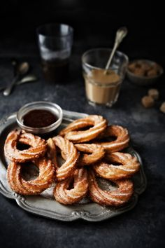 Delicious Churros Recipes Online is under construction Mexican Food Recipes, Sweet Recipes, Dessert Recipes, Chocolate Churros, Homemade Chocolate, Chocolate Truffles, Chocolate Brownies, Cookies Decorados, Delicious Desserts