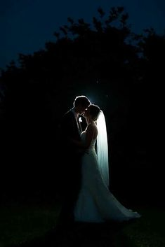 Stunning! #weddingphotography #kiss #backlight #beautiful #bride #groom #kiss