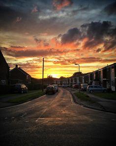 Dogwalk sunset. #explore_skies #moon_skyclouds #Igerssurrey #cloudzdelight #_stop_and_stare #igworld_nature_ #exceptional_pictures #igbellus #nature_brilliance #incredible_shot #moodskyshotz #fingerprintofgod #sunset #village #evening #eveningsky #shotoniphone #beaniedee