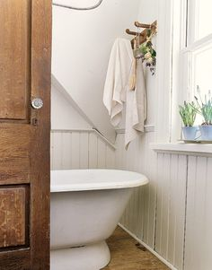 See our favorite white bathrooms and browse through our favorite white bathroom pictures, including white bathroom furniture, white decor and more. White Bathroom Furniture, Rustic Bathroom Decor, Rustic Bathrooms, Simple Bathroom, Modern Bathroom Design, White Bathrooms, Cosy Bathroom, Bath Design, Bathroom Designs