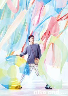 ひとり、ふたり、ひかり。 2020 SUMMER 主演:菅田将暉 小松菜奈   niko and ...(ニコアンド)OFFICIAL SITE Fashion Photography Art, Man Photography, Fashion Photography Inspiration, Japan Advertising, Advertising Design, Pop Posters, Japanese Photography, Ads Creative, Summer Prints