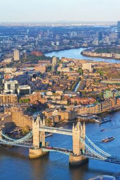 UK--Incredible sunset views over London. This is where to get the BEST sunset views in London! Dream Vacations, Vacation Spots, Places To Travel, Places To See, Places Around The World, Around The Worlds, Voyage Europe, Best Sunset, England And Scotland