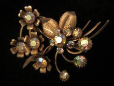 """Pretty Vintage 2-1/2"""" Gold Tone AB Rhinestone Flower Bouquet Brooch Pin A26"""