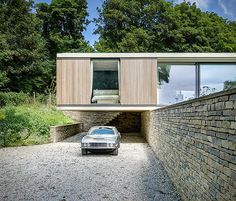 Any modern house with long planes and windows-as-walls never fails to entice, and this cantilevering bungalow—two other catch words we can't pass up—is certainly no exception. Bungalow, Architect Fashion, Purbeck Stone, Storey Homes, Home Pictures, House And Home Magazine, Glass House, New Builds, Master Suite