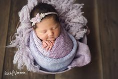 Photographer for maternity, newborns, children, and families. Photography education and training.