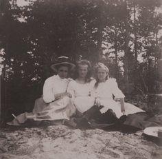 Lady-in-waiting Olga Byutsova with Olga & Tatiana Romanov _BM
