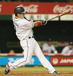Hiroyuki Nakajima delivers in the clutch again: he ripped a 2-out, bases-loaded double to left to drive in 3 runs and to pad the Lions' lead to 6-1 in the bottom of the 4th inning at Seibu Dome on Friday, August 10, 2012.