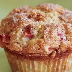 Rhubarb Muffins (from Fine Cooking Magazine). Sounds like a yummy after school treat for the kids today!Cinnamon Rhubarb Muffins (from Fine Cooking Magazine). Sounds like a yummy after school treat for the kids today! Rhubarb Desserts, Just Desserts, Delicious Desserts, Dessert Recipes, Yummy Food, Healthy Rhubarb Recipes, Rhubarb Cookies, Strawberry Rhubarb Muffins, Rhubarb Cake