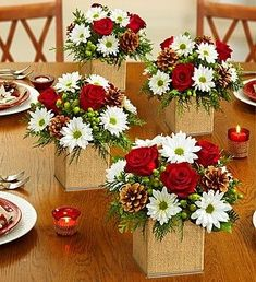 56 Ideas for wedding flowers white red floral arrangements Christmas Flower Arrangements, Christmas Flowers, Christmas Table Decorations, Christmas Home, Floral Arrangements, Christmas Wreaths, Christmas Crafts, Christmas Ornaments, Holiday Decor