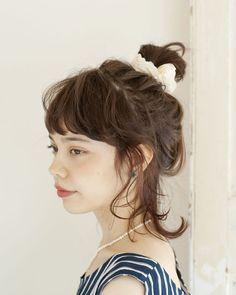 長さがなくてもOK◎シュシュでまとめるだけのラフスタイル☆ ジムに行く時のヘアスタイル 髪型・アレンジ・カットの参考に♪
