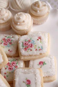 beautiful tea cookies and Mini cupcakes Tea Cookies, Cookies Et Biscuits, Cupcake Cookies, Rose Cookies, Sugar Cookies, Pink Cookies, Tea Biscuits, Sweet Cookies, Flower Cookies