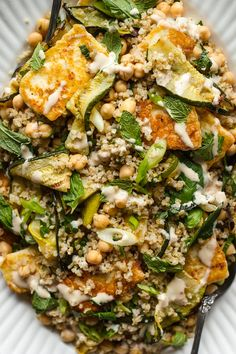 Grilled zucchini salad with halloumi, bulgur and chickpeas. Top with lots of fresh mint and a sweet and spicy tahini dressing. The ultimate summer salad. Tomato Soup Grilled Cheese, Grilled Vegetable Skewers, Grilled Steak Salad, Grilled Zucchini, Grilled Vegetables, Recipe Zucchini, Grilled Pizza, Bulgur Recipes, Veggie Recipes