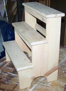 These Shaker furniture plans are modeled on the Hancock Shaker foot stool, and designed for the woodworking beginner.