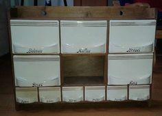 AKTION! ; - Schütten/ Vorratsbehälter-Set / Gewürz-Kästchen in original braunem Holz-Kästchen; weiße Keramik / Steingut mit zarten Gold-Streifen 5x groß plus 6x klein - teils wunderschöner Zustand  ____________________________________Leider keine Angaben über Modellnummern. Von der Groesse der Schuetten her wahrscheinlich BIHL