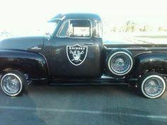 Im sure my wife would love this truck since she is a huge Raiders Fan. Raiders Team, Raiders Girl, Raiders Stuff, Oakland Raiders Football, Raiders Cheerleaders, Pittsburgh Steelers, Nfl Football, Dallas Cowboys, Football Helmets