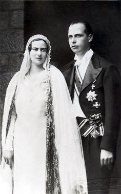 Elizabeta on her wedding day Royal Wedding Gowns, Royal Weddings, Lorraine, Austria, Romanian Royal Family, Archduke, Wedding Postcard, Anton, Black And White Love