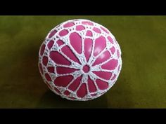 Jak wykonać bombkę 3D - Wzór 9 - Szydełko - YouTube Thread Crochet, Crochet Crafts, Crochet Stitches, Crochet Projects, Crochet Mandala, Crochet Doilies, Crochet Flowers, Crochet Christmas Ornaments, Snowflake Ornaments
