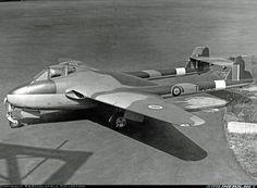 De Havilland DH-100 Vampire F1 Military Jets, Military Aircraft, De Havilland Vampire, Aircraft Pictures, Royal Air Force, Venom, Wwii, Fighter Jets, Pilot