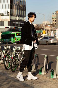 Seoul Fashion, Asian Men Fashion, Korean Street Fashion, Tokyo Fashion, Harajuku Fashion, Look Fashion, Korea Fashion, Vogue Fashion, Korean Outfits