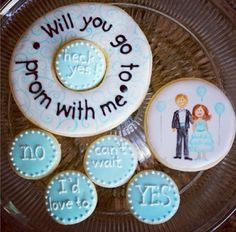 Cute way to be asked to prom!