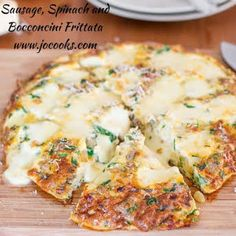 Sausage, Spinach and Bocconcini Frittata – this frittata is so good, it's insane! My ideal weekend breakfast, a delicious frittata. Brunch Recipes, Breakfast Recipes, Party Recipes, Brunch Ideas, Breakfast Dishes, Breakfast Ideas, Parmesan Roasted Potatoes, Pork Schnitzel, Great Recipes