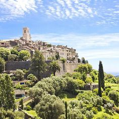 @Easyvoyage - Saint-Paul-de-Vence south of France  #myeasyvoyage #frenchriviera #cotedazur #southoffrance #beautifulplaces #village #instatravel #travel #traveltheworld #outdoors #passionpassport #wanderlust #wonderful_places #voyage #nature