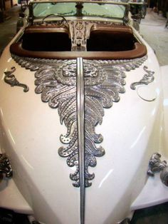 Our member Kenneth Freeman spent nearly five years building a replica of Captain Nemo's car from The League of Extraordinary Gentlemen. You can find the full album and discuss with Ken Freeman in. Steampunk Guitar, Steampunk Diy, Cool Car Paint Jobs, Hot Rod Movie, Baroque, League Of Extraordinary Gentlemen, Graffiti, Vintage Classics, S Car
