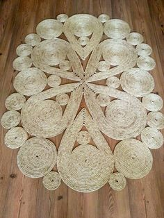 Carpet Runners By The Foot Lowes Burlap Crafts, Yarn Crafts, Diy Arts And Crafts, Diy Crafts, Rope Rug, Rope Decor, Crochet Carpet, Diy Y Manualidades, Flower Crafts