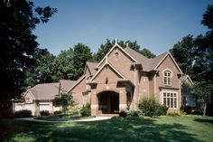 This Glen-Gery Brick home is beautifully designed with various brick patterns using Stratford brick from our Caledonia Plant. #glengery #brick #brickhome
