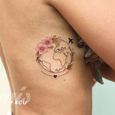 Floral circle tattoo has become the mainstream of tattoo industry. In addition to its beautiful appearance, floral circle tattoo also has a very special significance. Floral circle tattoos can take different round forms and beautiful elements to impr Circle Tattoo Design, Circle Tattoos, Mini Tattoos, Body Art Tattoos, New Tattoos, Small Tattoos, Cool Tattoos, Tatoos, Floral Tattoos