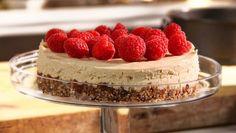 Juustoton juustokakku - Kapinakokki Santeri Hämäläinen | 24Kitchen Fountain, Cheesecake, Fox, Cakes, Desserts, Recipes, Tailgate Desserts, Deserts, Cake Makers