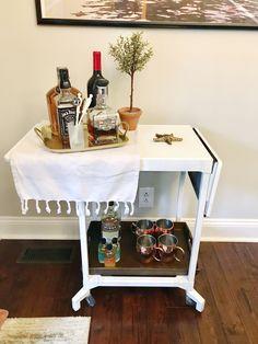 Typewriter desk to bar cart DIY Diy Bar Cart, Gold Bar Cart, Bar Cart Styling, Bar Cart Decor, Bar Carts, Desk Makeover, Furniture Makeover, Diy Furniture, Hans Wegner