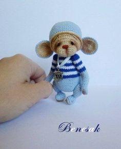 Thread-artist-crochet-miniature-Bear-Monkey-by-Benesak