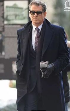 Pierce Brosnan - is this the epitome of elegance or what? Pierce Brosnan, James Bond Style, Best Mens Fashion, Sharp Dressed Man, Hollywood Actor, Gentleman Style, Movie Stars, Style Icons, Beautiful Men