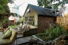 With a garden this cozy, you'll want to spend all your time on this Rhode Island back patio