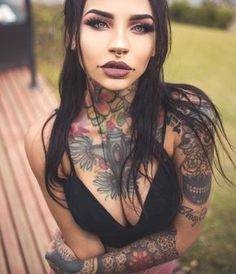 Tattooed girl model Felisja Piana from Sardinia, Italy Tattoed Women, Tattoed Girls, Inked Girls, Hot Tattoos, Body Art Tattoos, Girl Tattoos, Creepy Tattoos, Asian Tattoos, Ink Model