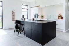 Oplev et lækkert 188 m² velindrettet murstens Funkis udstillingshus fra Skanlux. Huset er beliggende i Solbjerg ved Aarhus.