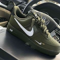 nike sneakers brand new Dr Shoes, Black Nike Shoes, Hype Shoes, Cute Sneakers, Sneakers Nike, Sneakers Fashion, Fashion Shoes, Mens Fashion, Designer Shoes