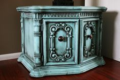 I'm itching to do this finish in a different color to our bedroom dresser.