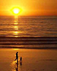 Sunset at San Diego Beach in Carlsbad, California.  http://www.san-diego-beaches-and-adventures.com/images/California-Sunset-Carlsbad-California-Beach.jpg