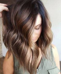 Balayage is suitable for light and dark hair, almost all lengths except very short haircuts. Today I want to show you the most popular Brunette Balayage Hair Color Ideas. Balayage has become the biggest trend in recent seasons, and it's not over yet. Fall Hair Color For Brunettes, Fall Hair Colors, Blonde Highlights For Brunettes, Winter Hair Colour, Blonde Tips, Spring Hairstyles, Pretty Hairstyles, Hairstyle Ideas, Brown Hairstyles