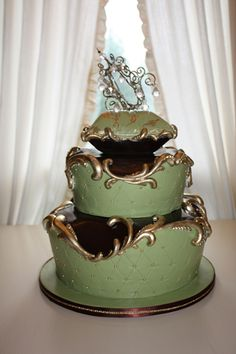 """""""Cake Opera Co."""" does it again with this insanely immaculate quilted design. I love the gold embellishments."""