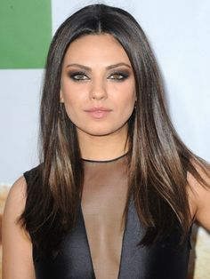 Brunette: Mila Kunis....love her hair AND makeup Glossy Hair, Shiny Hair, Dark Hair, Hairstyles For Round Faces, Straight Hairstyles, Types Of Brown Hair, Mila Kunis Hair, Hair For Round Face Shape, Frizz Free Hair