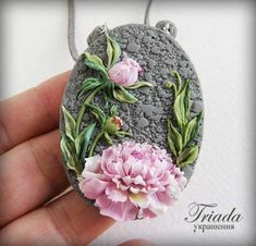 Polymer clay necklace #polymerclay #flower #peony #clayflower #jewelry #necklace #pinkflower #pink #natureinspired #accessories #pendant #cernit #beauty