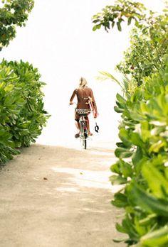 beach, surf and bike. Summer Surf, Summer Of Love, Summer Vibes, Spring Summer, Style Summer, Skate Shop, Boho Green, Surf Girls, Beach Girls