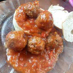 Albóndigas con puré de papas🍛 Pure Products, Ethnic Recipes, Food, Dishes, Food Cakes, Meals, Yemek, Eten